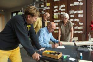 kunstenaarsduo Adelheid & Huub Kortekaas, Unifying Field, Wereldakker, Vredesakker, Zaailing, Gouden Plant, Herma en Herma Wijffels, signeren, kunst, quantum art,