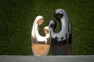Moeder en Kind, polyester, brons, Kunstenaars Adelheid & Huub kortekaas, liefde, moederschap,